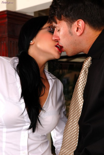Audrey Bitoni Kissing
